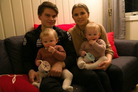 FIRE: Det var ikke planlagt at Marianne Skårvik og Jørgen Tharaldsen skulle få tvillinger. 18. november fylte Emma (til høyre) og Emilie ett år.