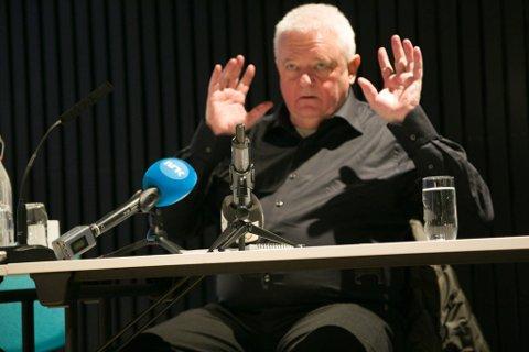 BOK: Frode Berg under første pressekonferanse i Kirkenes i desember. Nå blir det bok.