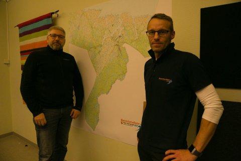 SNØSCOOTER-ENDRINGER: Barentshallenes styreleder Jarle Olsen (til venstre) og daglige leder, Audun Andersen, jobber med flere endringer for snøscooterkjøringen i Sør-Varanger.