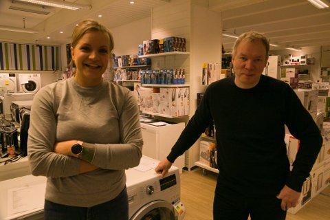 GOD FØRJUL: Mobildatas Julie Hølvold og Dag Yngve Øverli kan melde om en god desember.