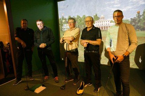 REKRUTTERING: Kirkenes golfklubb håper at flere ønsker å begynne å spille golf. Fra venstre Torbjørn Isaksen, Bjørn Eirik Mikkola, Sverre Pedersen, Stig og Audun Andersen.