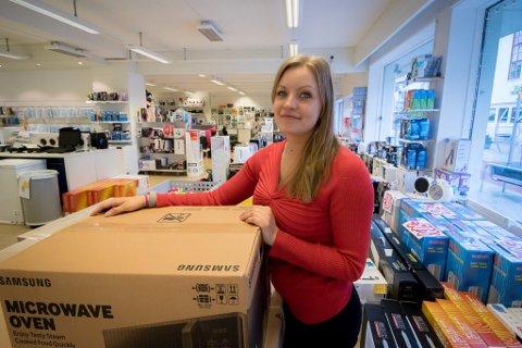 Julie Hølvold er butikksjef på Mobildata.