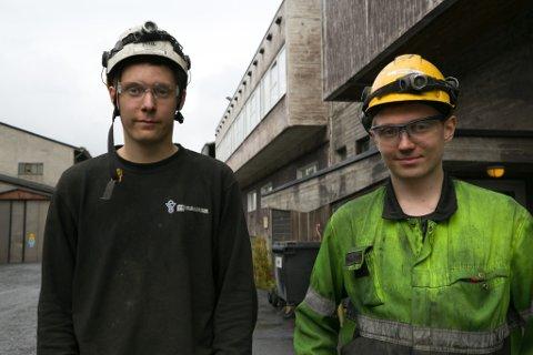 TIPS: Vadsøværingene Mads Herstrøm (til venstre) og Kristian Pleym Reisænen råder andre til å velge samme yrkesvei som de.