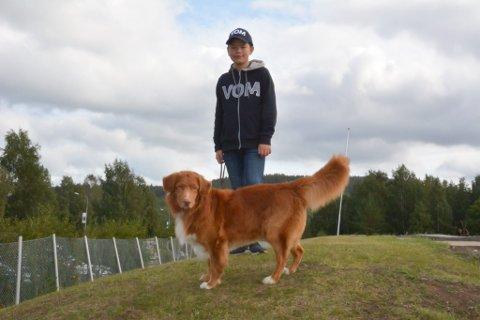 MYE TID: Nikolai Smith bruker mye tid på Santos og de andre hundene sine. Skal man bli en god utstiller, må man trene mye.
