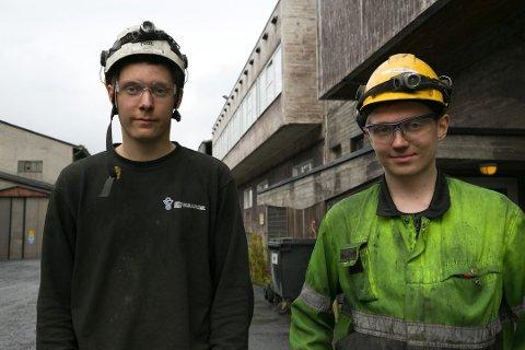 OPTIMISTER: Mads Herstrøm (til venstre) og Kristian Pleym Reisænen er to av de 49 som per nå jobber ved Sydvaranger før oppstarten.