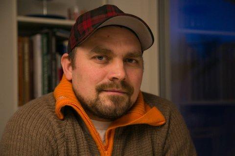 ÆRLIG: Erik Hammerhaug skriver ærlig og rett fra levra om morens selvmord.