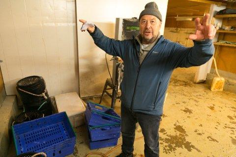 FORKLARER: En engasjert Øyvind Seipajærvi forklarer om forskningen som er viktig i forvaltningen av fisket for bugøynesfiskerne.