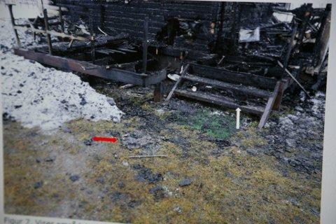 BRANN: Bilde etter brannen i hytta.