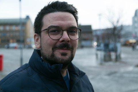 TRAVELT: Magnus Mæland henger i tidsklemma. Koronapandemien har tatt over 70 prosent av arbeidstiden hans siden mars.