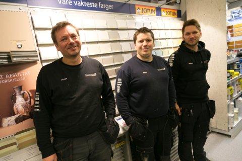 MIKKELSEN: Pappa Helge (til venstre) sammen med sønnene Kevin (i midten) og Mikael.