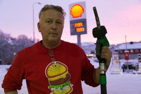TOMT: Det blir raskt tomt for bensin og diesel hos Knut Rollstad dersom det ikke er mulig å hente drivstoff fra tankene i Kirkenes.