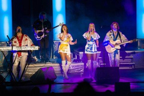 SHOW: ABBA var et verdenskjent band hvor musikken og showene deres lever lenge etter at de ble oppløst. Björn Again prøver å gjenskape stemningen.