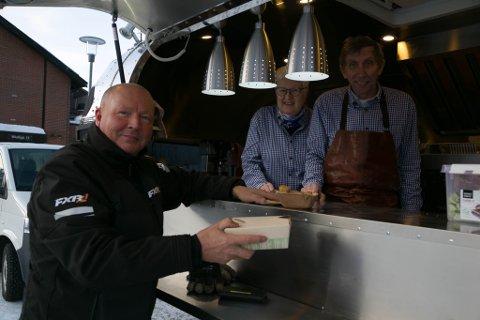 FORNØYD: Ulf Eilif Hildonen hadde savnet et mattilbud som Jorunn og Eivind Nordhus nå tilbyr.