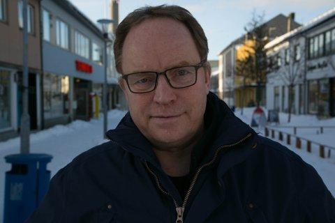 NYTT: Nyhetsredaktør Gunnar Sætra har levd et langt liv i media, men aldri hørt om at svar på tilsendte spørsmål har blitt publisert på Facebook.