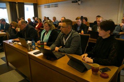 HØYRE: Høyre-benken i kommunestyret. Fra høyre Jorun Nørstebø, Øyvin Grongstad, Nina Danielsen og Eilif Johannesen. De fire stemte i mot innstillingen på å godkjenne fondsstyrets vedtak.