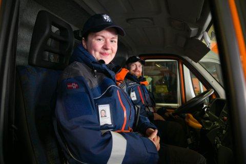 PARATE: Lisa Finnøy Ugelvik og Johannes B. Skulstad er parate til å hjelpe til dersom det skulle være behov. De har allerede noen oppdrag i forhold til koronatiltak.