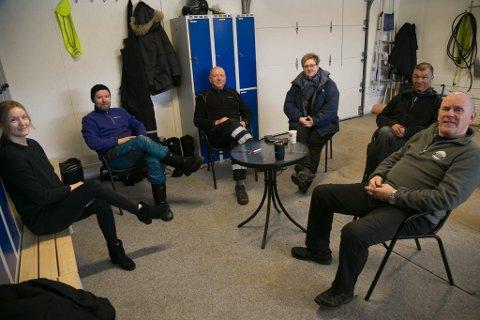 GODT MILJØ: BArents Safari er preget av godt miljø. Her er seks av de sju fast ansatte. Fra venstre Stine Heimtoft, Klaus Berge, Ulf Eilif Hildonen, Nicole Merten, Ken Mathisen og Hans Hatle.