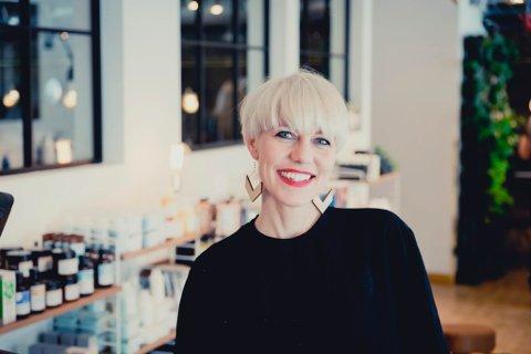 UTFORDRENDE: Linn Veronika Hansen fra Kirkenes driver Høst frisør i Tromsø. Hun har møtt store utfordringer under koronakrisen.