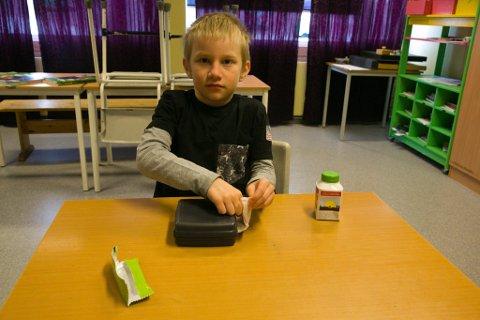 BURSDAG: Emil Endré Øien-Michelsen fylte ni år mandag, på skolestarten etter sju uker med hjemmeskole.