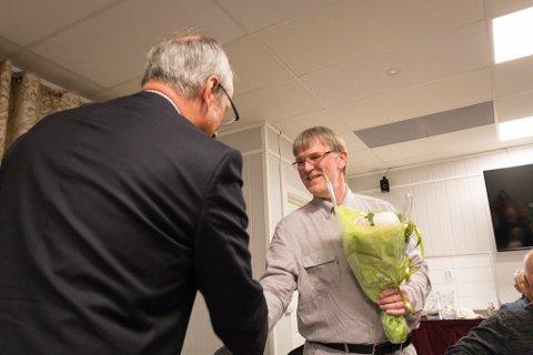 """PRIS: Steinar Andreassen har bemerket seg stort i i Sør-Varanger fikk tildelt """"Wenche Foss rosen"""" fra lakseforeningen."""