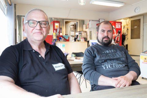DRIFTA: Trond Høiberget og sønnen Tor-Oscar har drevet Visit Bugøynes i flere år.