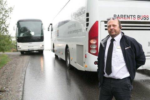 FORSTÅR: Sjåfør Jan Egil Nikkinen i Barentsbuss forstår hvorfor kollegene i Boreal ikke vil kjøre i Nybrottsveien.