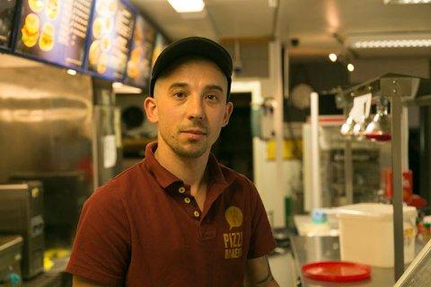 GA IKKE OPP: Andrey Pospelov valgte å ikke gi opp når drømmen om å starte egen bedrift gikk i grus. Nå driver han en kafe og trives godt i jobben.