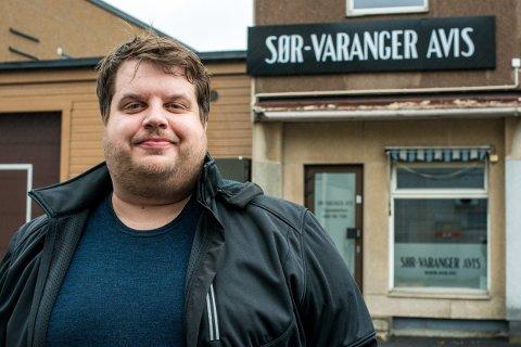 GIR SEG: Ole-Tommy Pedersen har vært redaktør for Sør-Varanger avis i nærmere fire år. Nå gir han seg og flytter fra Finnmark.