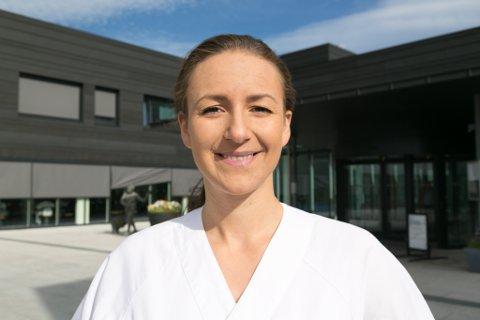 UNG LEDER: Fride Sofie Sand Munkerud er 26 år og leder ved Kirkenes sykehus sin polikliniske avdeling.