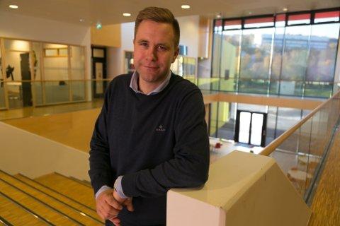REKTOR: Espen Bruer er rektor ved Kirkenes ungdomsskole og bekymret for narkotikautviklingen i ungdomsmiljøene.
