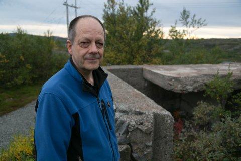 VEDLIKEHOLD: Rune Rautio mener at bunkersbyen skulle vært restaurert og vedlikeholdt.