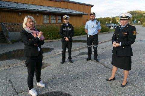 BESØK: Politimester Ellen Katrine Hætta satte pris på justisminister Monica Mælands besøk til Storskog. Bak Svein Arne Midtli (til venstre) og Robin Fure.