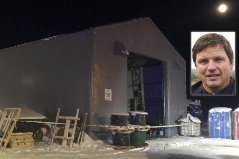 PLASTHALL: Plasthallen det var brann i mandag ble oppført i desember og er en del av oppføringen av en brakkerigg ved Varanger kraft entrepenør på Sandnes.