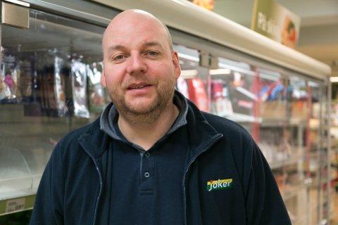 OPPUSSING: Nå gjennomfører butikksjef Brynjar Alexandersen full overhaling og oppussing av Joker Kirkenes. Butikken stenges lørdag kveld og åpner igjen 28. januar.