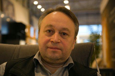 SAVN: Denis Popov savner kjæresten sin og foreldrene sine. Han snakker med dem nesten hver dag, men har ikke møtt dem fysisk på nesten ett år.