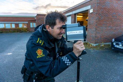 FOR HØY FART: Kvinnen ble stoppet i Neiden på vei fra Båtsfjord til Kirkenes. Hun hadde da over 150 kilometer i timen i 80-sonen. Her er bilde fra en tidligere UP-kontroll et annet sted i Finnmark.