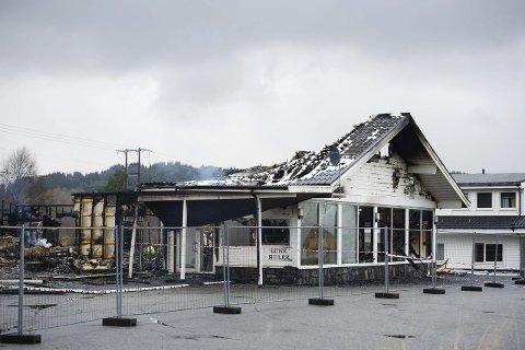 Påtent: Det tidligere hotellet Lune Huler på Lindås utenfor Bergen, som skulle huse flyktninger, ble satt i brann forrige helg. Foto: Marit Hommedal/NTB Scanpix