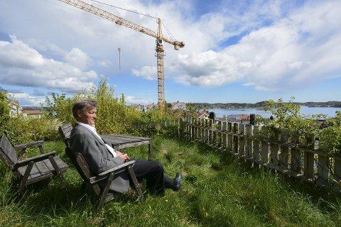 «Banksjefens hage»:  Hageområdet er på til sammen 200 kvadratmeter. Kjell Meidell Andersen og de ansatte i  Kragerø Sparebank får et fint rekreasjonsområde på bankens tomt i den andre enden av  gangbrua. Alle foto: Elin Frisch Selås