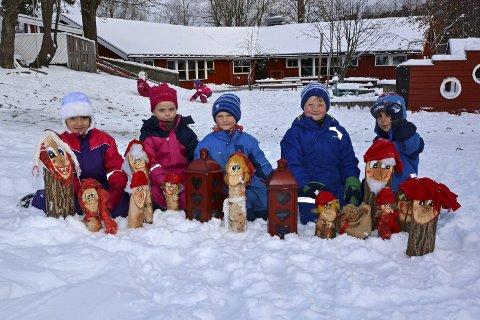 KLARE FOR JUL: Silina Anas Taysir Jalbut, Thea Elise Evensen, Vetle Standås-Ramberg, Even Torvetjønn og George Suheil Ibrahim er klare for julefeiring.