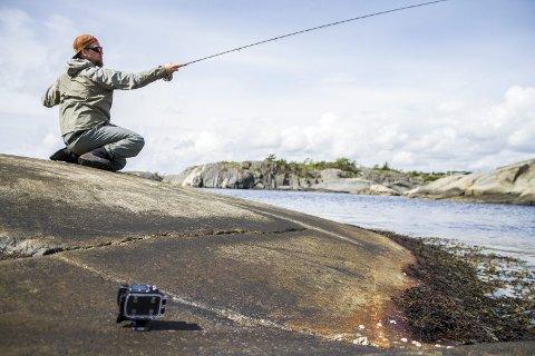 Stian S. Clemensen rigger opp kameraer når han er på fisketur.
