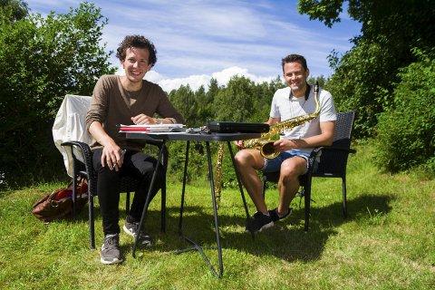 Øver: Karl Holte Aarø og Magnus Dobbedal må øve sammen for å få det rette samspillet i forestillingen om Terje Vigen.