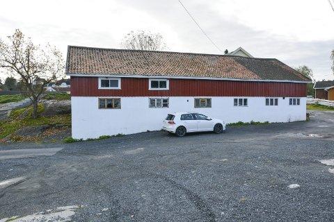 Små leiligheter: I dette tidligere hønse- og grisehuset søkes det nå om rehabilitering til leilighetsbygg med fem enheter, hver på cirka 35 kvadratmeter.