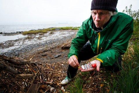 Mikroplast: Per-Erik Schulze har jobbet mye med mikroplast de siste årene, både i og utenfor Kragerø. (Foto: Heiko Junge/NTB Scanpix)