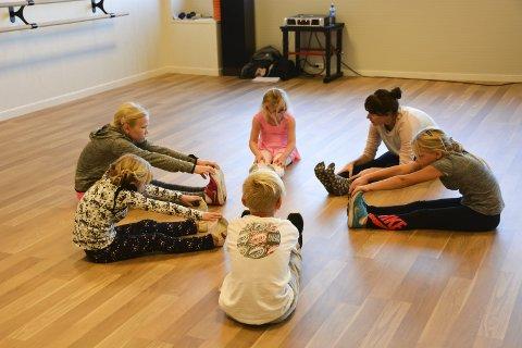 Uttøyning: Dette er en viktig øvelse i dans, nemlig uttøyning.