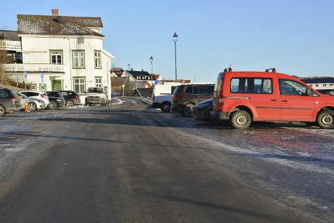 BARTHEBRYGGA: Det var ved denne kommunale parkeringsplassen at kommunen mente at Bård Halvdan Rønning hadde parkert. Problemet var bare at han aldri før har besøkt byen.