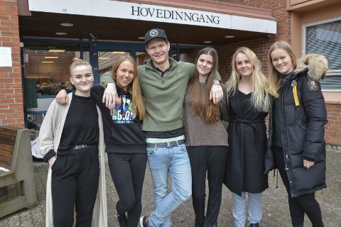 Innsamlingsaksjon: Russen ved Kragerø videregående skole (KVS) skal ha innsamlingsaksjon onsdag 8. mars. Aksjonskomiteen er Hedda Gundersen (t.v.), Frida Brødsjø, Kristofer Nordgulen, Tine Waage, Helena Bustrak og Ane Knudsen.