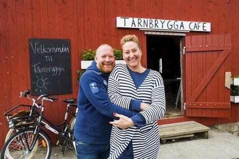 TIL SENTRUM: Nå skal Kenneth Lauring og Catrhine Mellby friste med nydelig sjømat i en helårs restaurant i lokalene der Galeien også holder til.