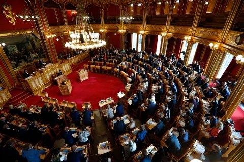 AVSTEMNING: Historisk avstemning i et fullsatt Storting etter debatten om kommune- og regionreformen. Foto: Heiko Junge / NTB scanpix