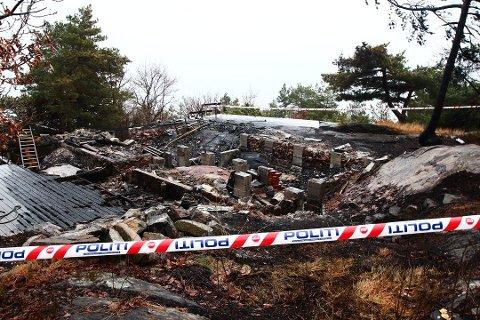 BRANT NED: Det var ingen ting igjen av hytta i nærheten av Øysang som brant ned i februar i år. (Foto: Thorvald Knudsen)