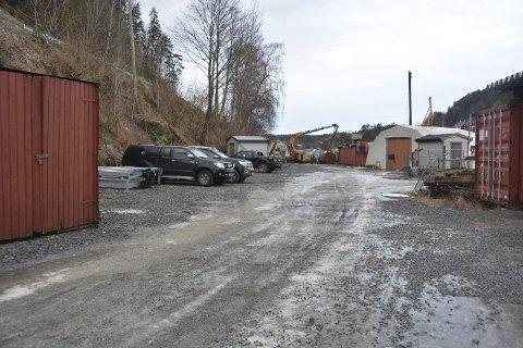 Midlertidig plass: Norsk folkhjelps lag i Kragerø får anledning til å sette beredskapslager og redningsutstyr på tomta til Havnevesenet på Stueren ved Stilnestangen.